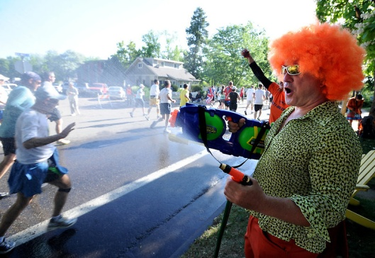 Clown with water cannon in 2012 Bolder Boulder